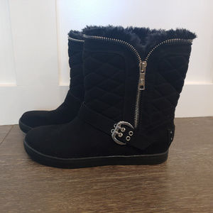 Quilted black, fur lined Guess ankle boots (sz 6)